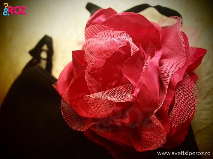 brosa-trandafir-roz