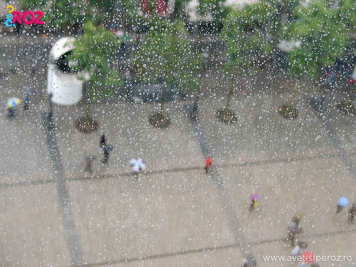 centrul pompidou paris pe ploaie