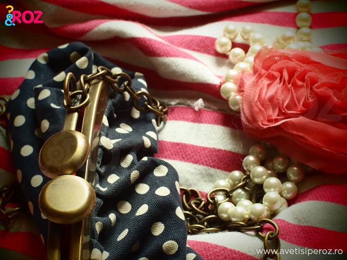 close-up-geanta-cu-buline-tricou-roz-si-perle