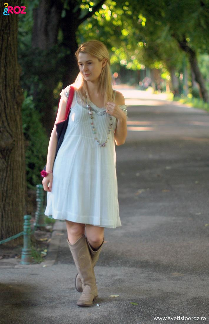 fata-in-rochie-alba-prin-parc