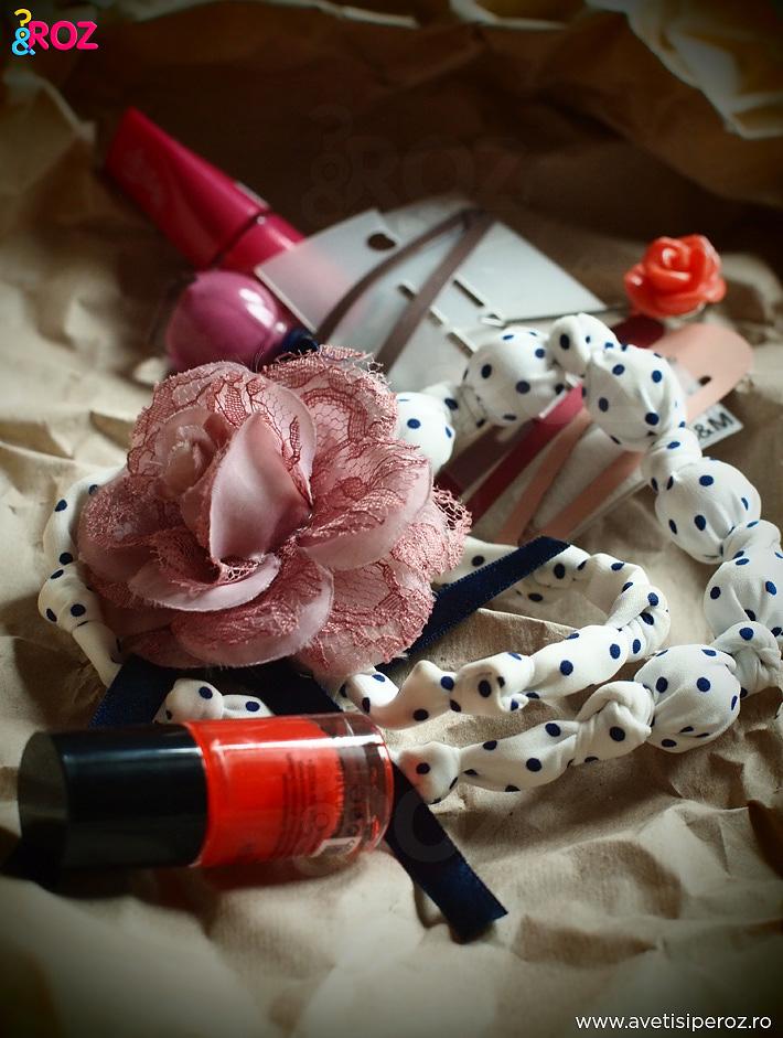 margele-cu-buline-clame-si-oje-roz