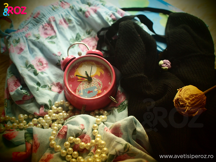 pijama-cu-trandafiri-ceas-roz-si-perle