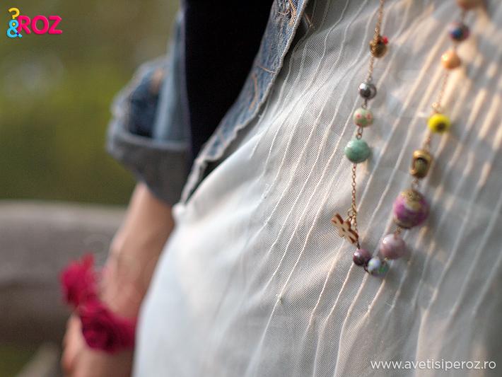rochie-alba-si-margele