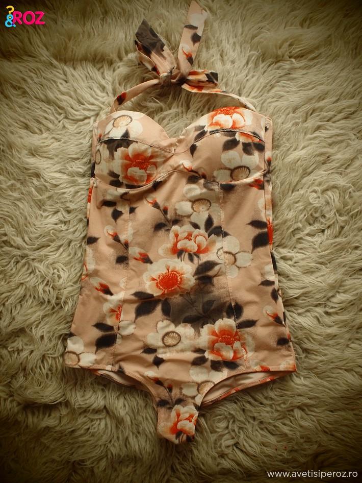 costum-baie-intreg-cu-flori