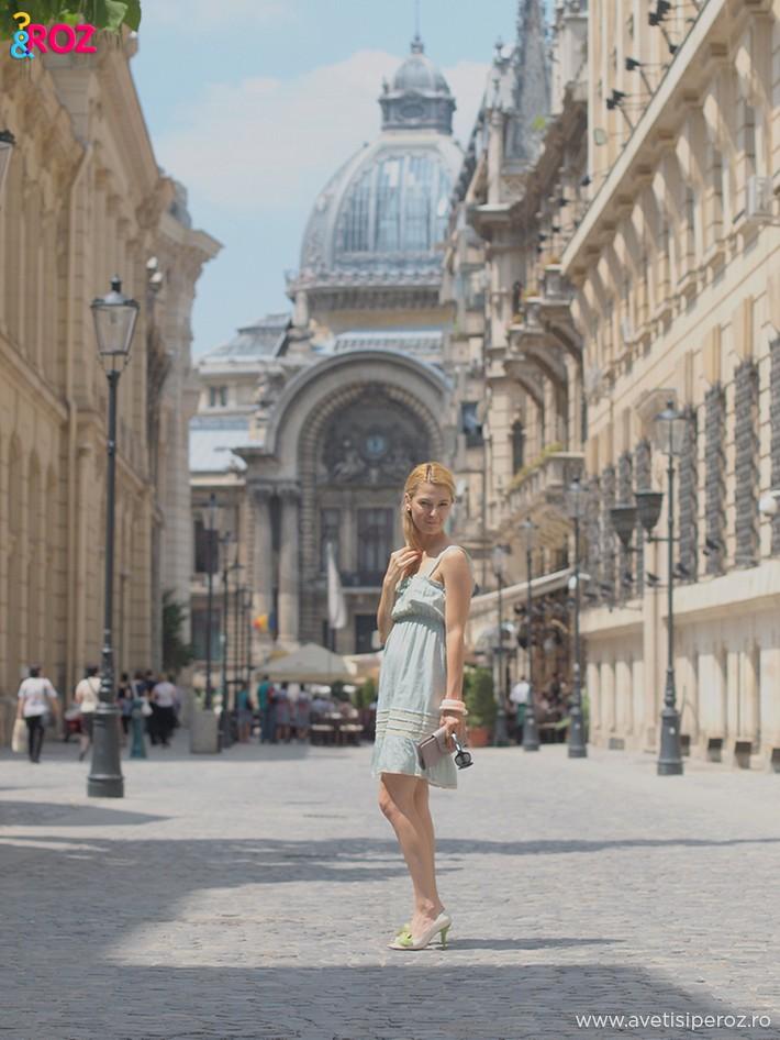 fata cu rochie vara in centru vechi