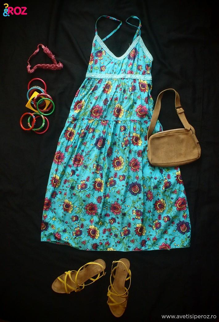 rochie-albastra-cu-flori.