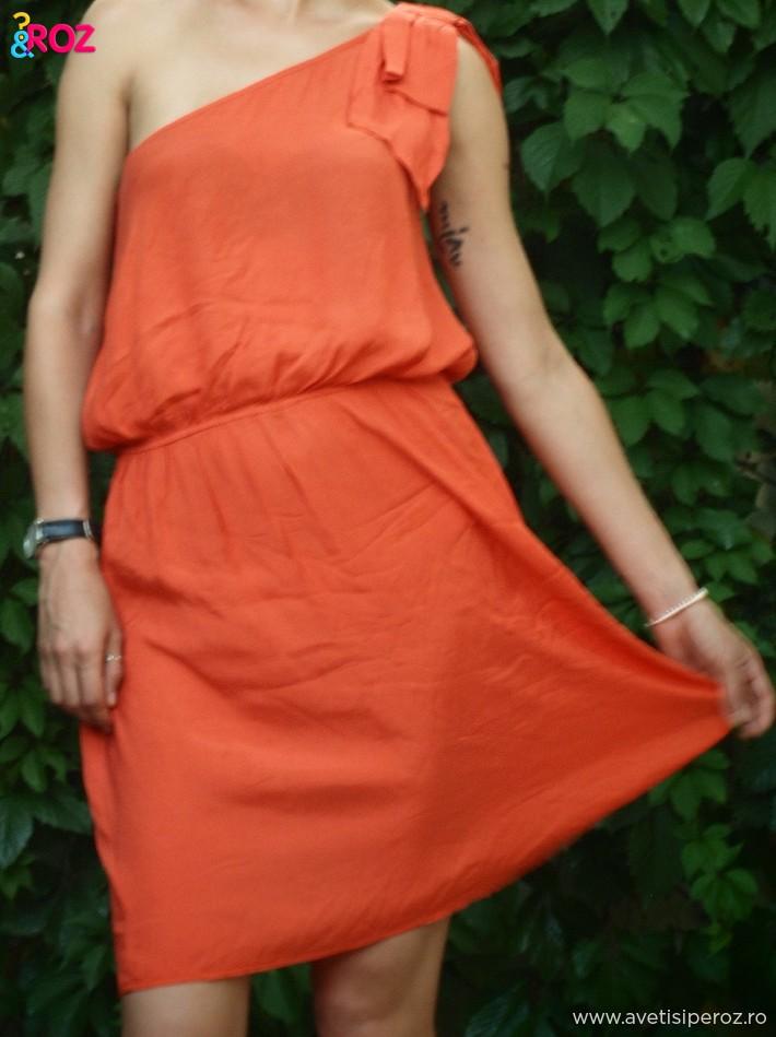 rochie-rosie-cu-funda