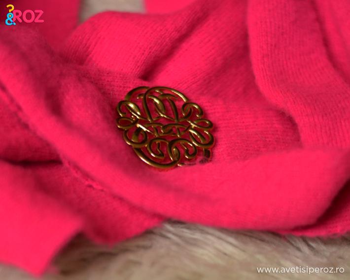 fular roz si brosa vintage