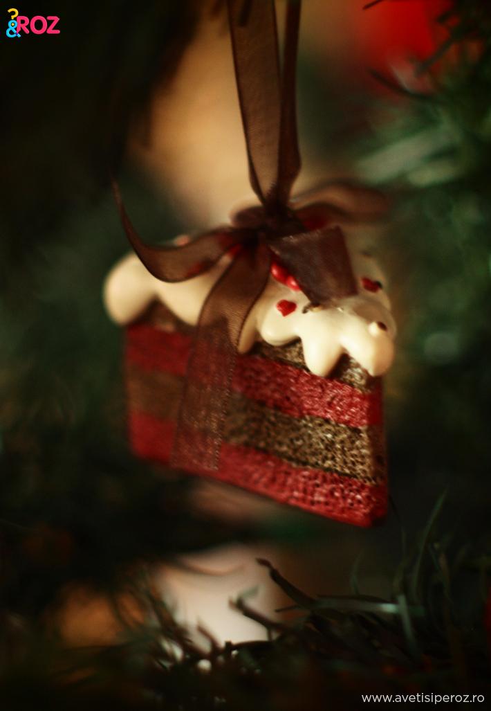 ornament-brad-felie-tort
