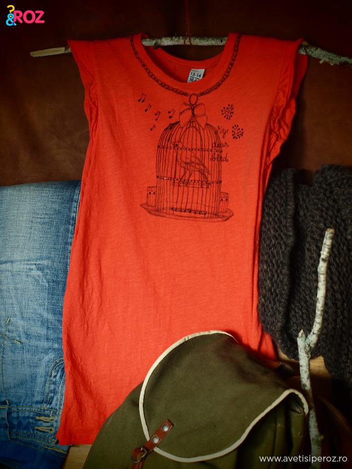 tricou-portocaliu-si-rucsac