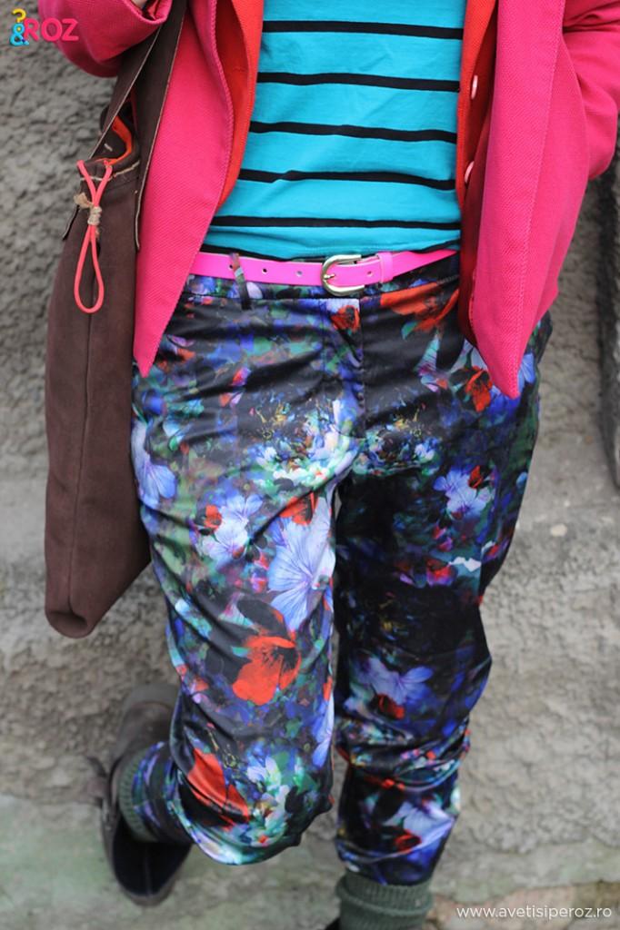 pantaloni cu flori zara