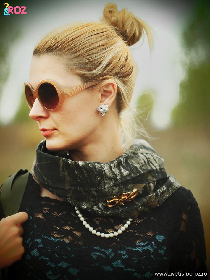 rochie-de-dantela-si-brosa-vintage