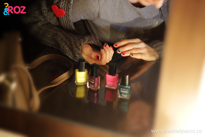manichiura cu dungi colorate