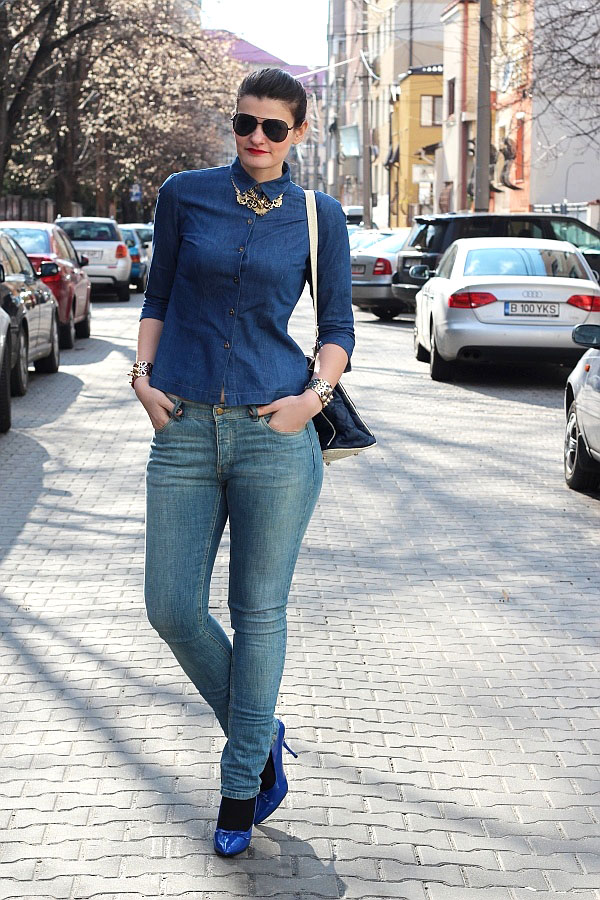 double denim shirt and jeans, deer necklace, aviator sunglasses, electric blue pumps