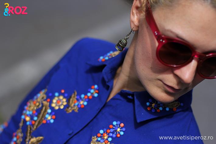 fashion blogger in rochie albastra