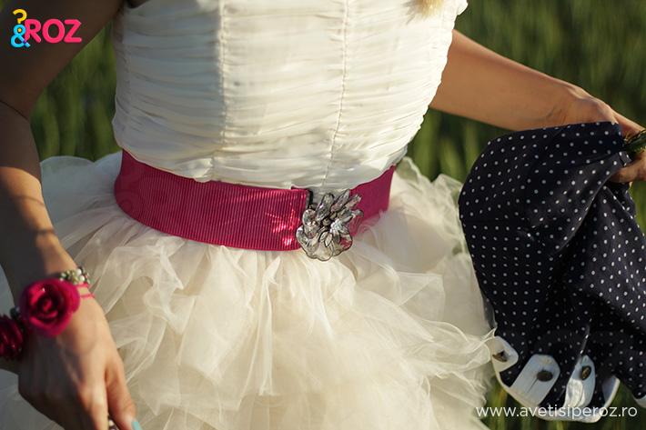 rochie alba h&m si curea roz