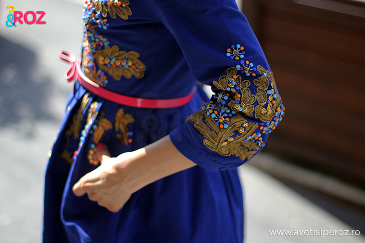 rochie albastra si curea roz cu funda