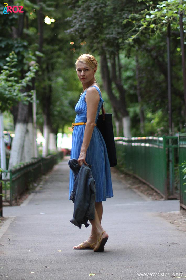 tinuta casual cu rochie albastra