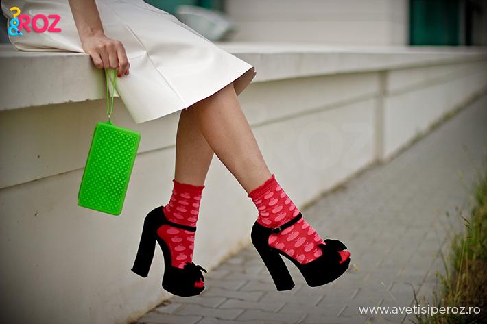 combinatie de sandale cu sosete