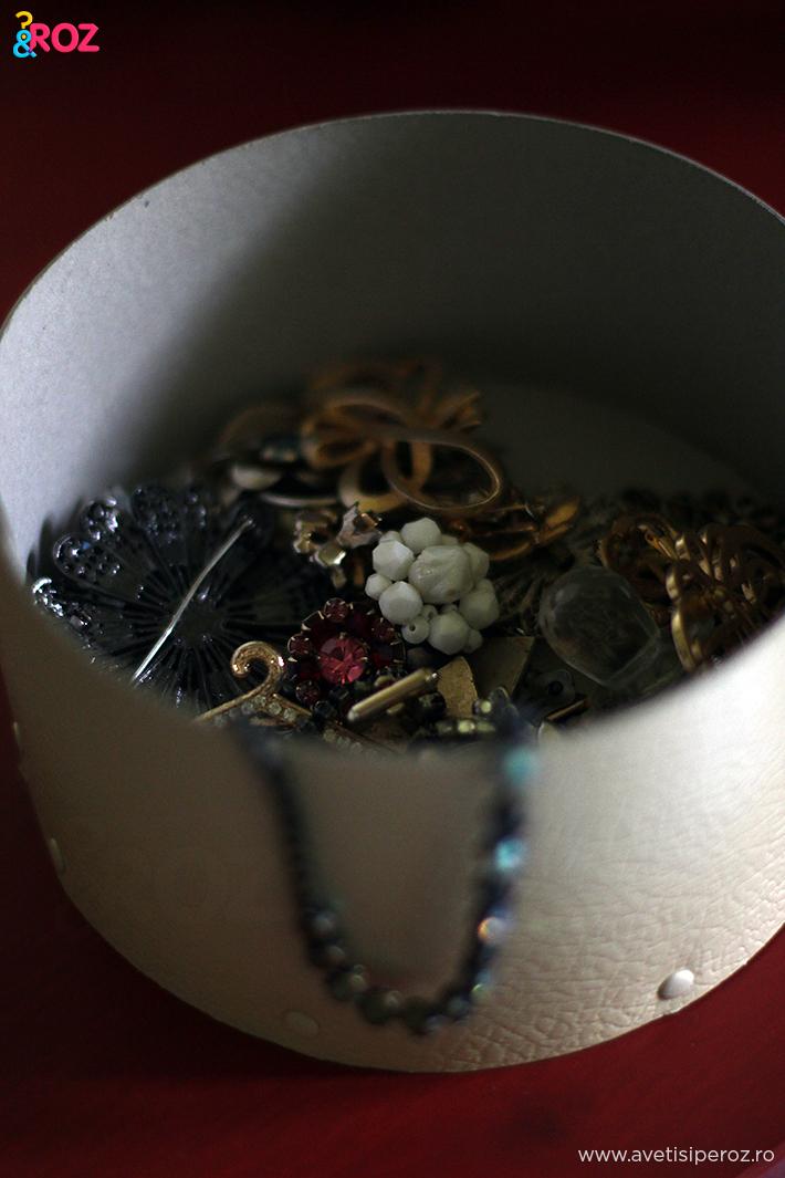 cutie cu bijuterii