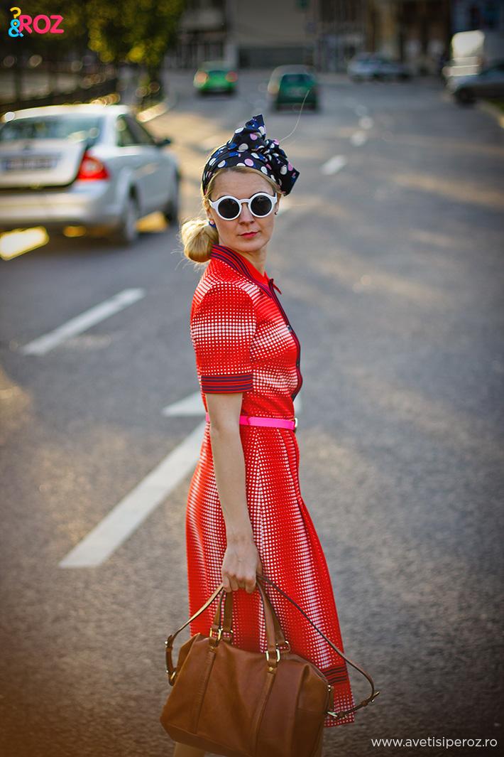 fashion blogger tinuta retro cu rochie rosie cu buline si pantofi asos