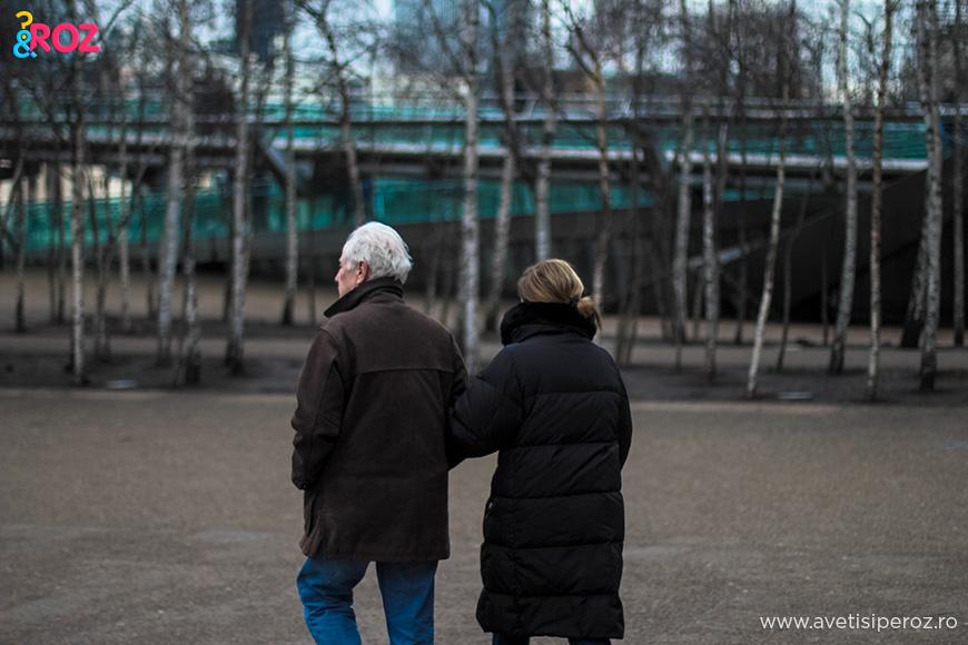 cuplu la plimbare