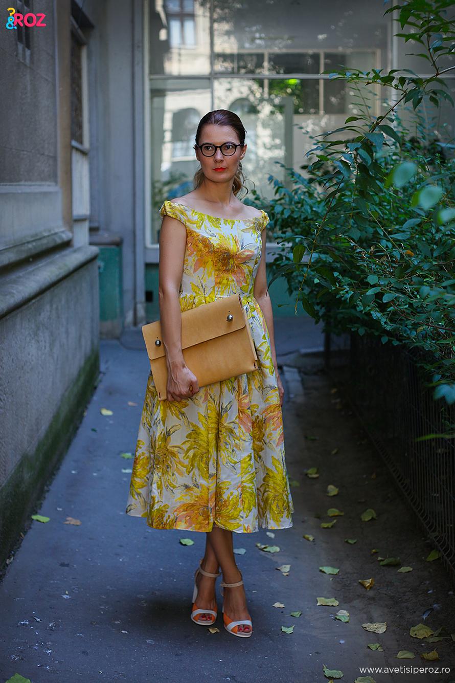 rochie cu flori de birou
