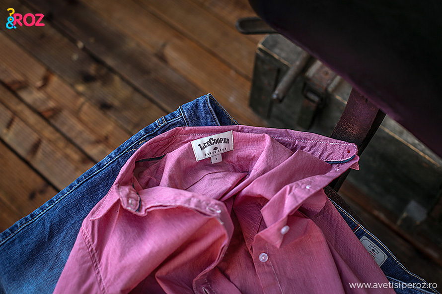 camasa roz si blugi