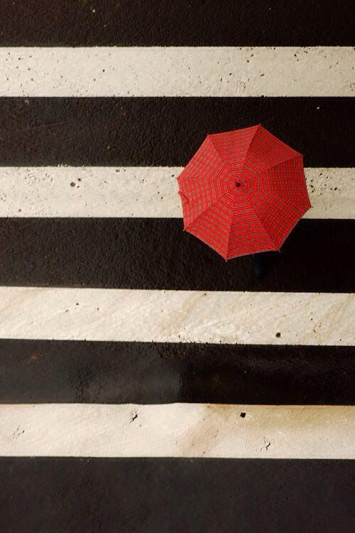 umbrela colorata si dungi