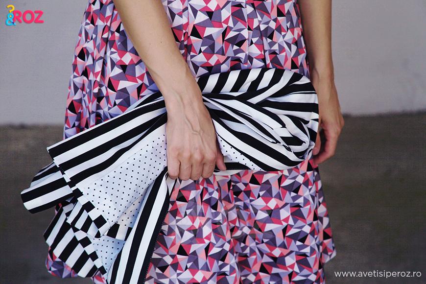 rochie cu model geometric si sacou cu dungi