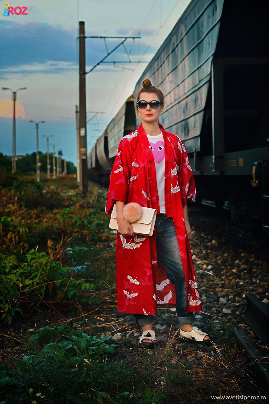 tinuta cu kimono si jeansi