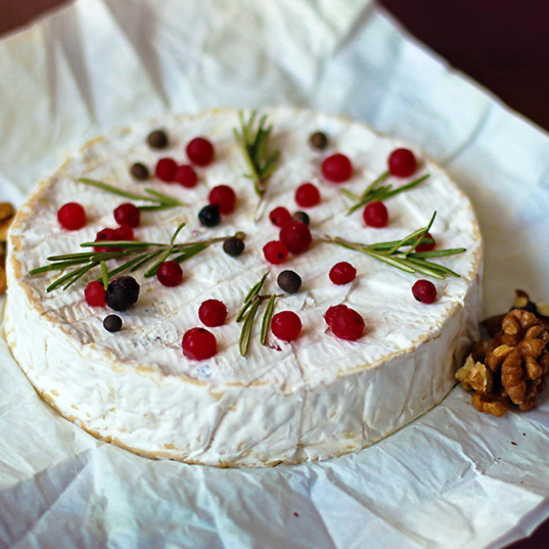 camembert-cu-fructe-de-padure