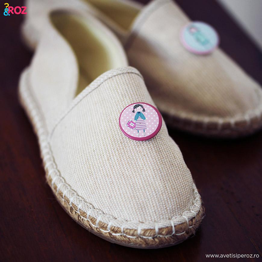insigne pe pantofi