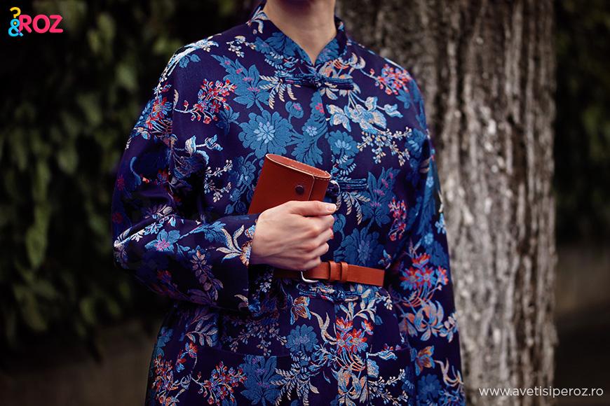 kimono cu flori si plic de piele