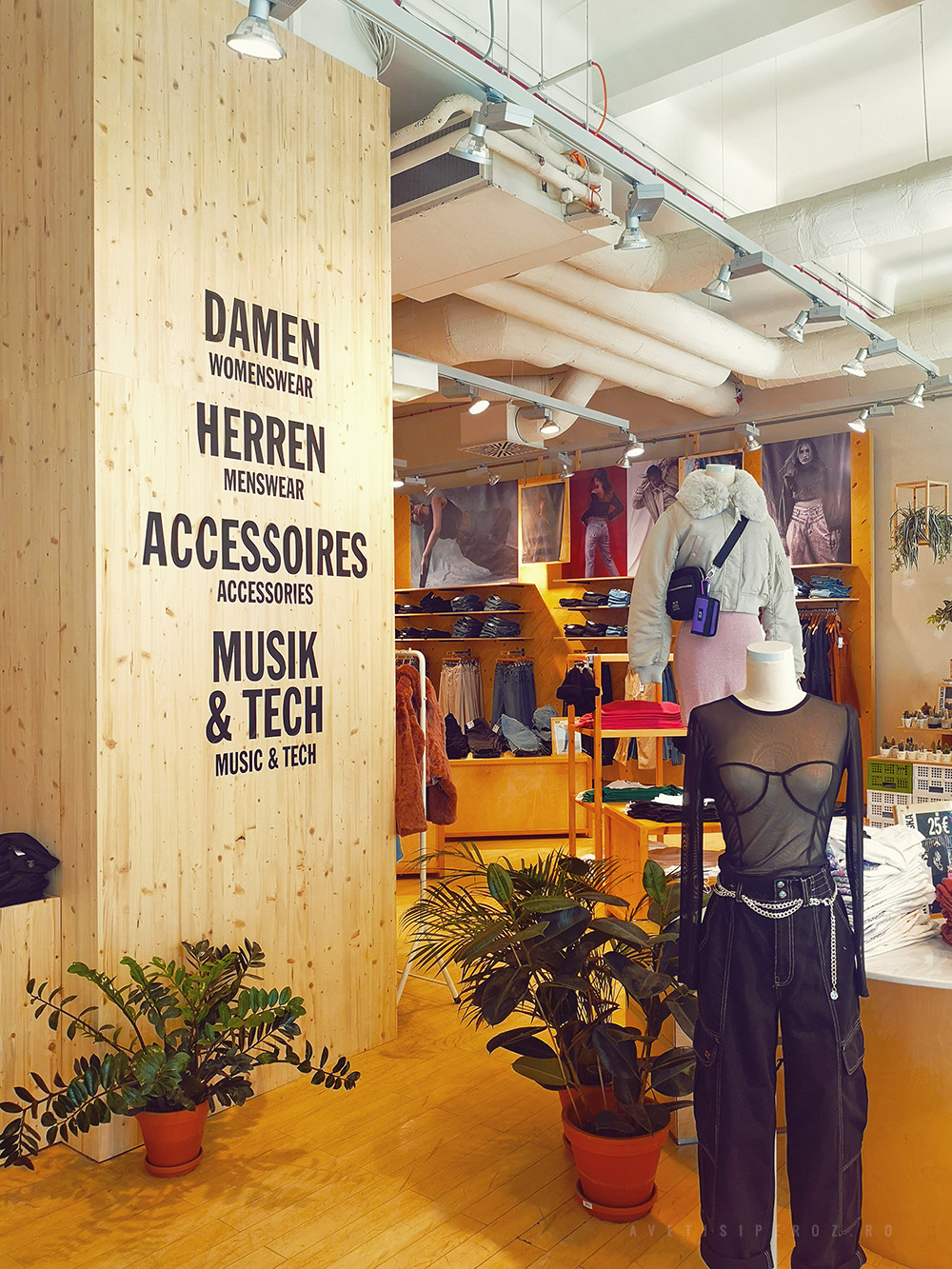 urban outfitters vienna