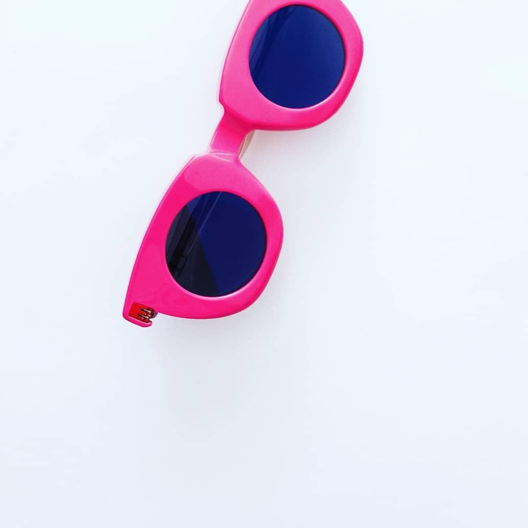 ochelari de soare roz