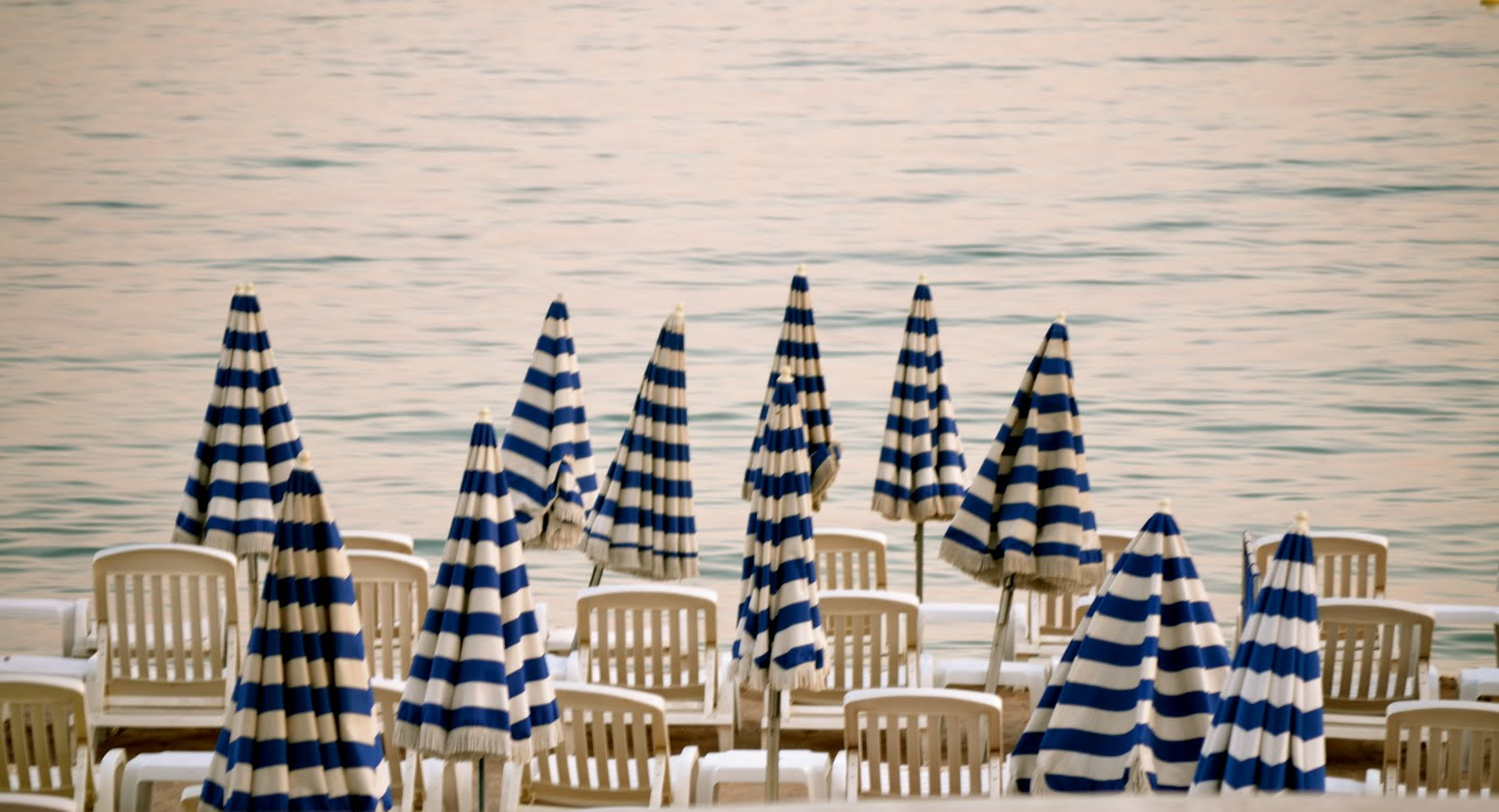 umbrele la plaja