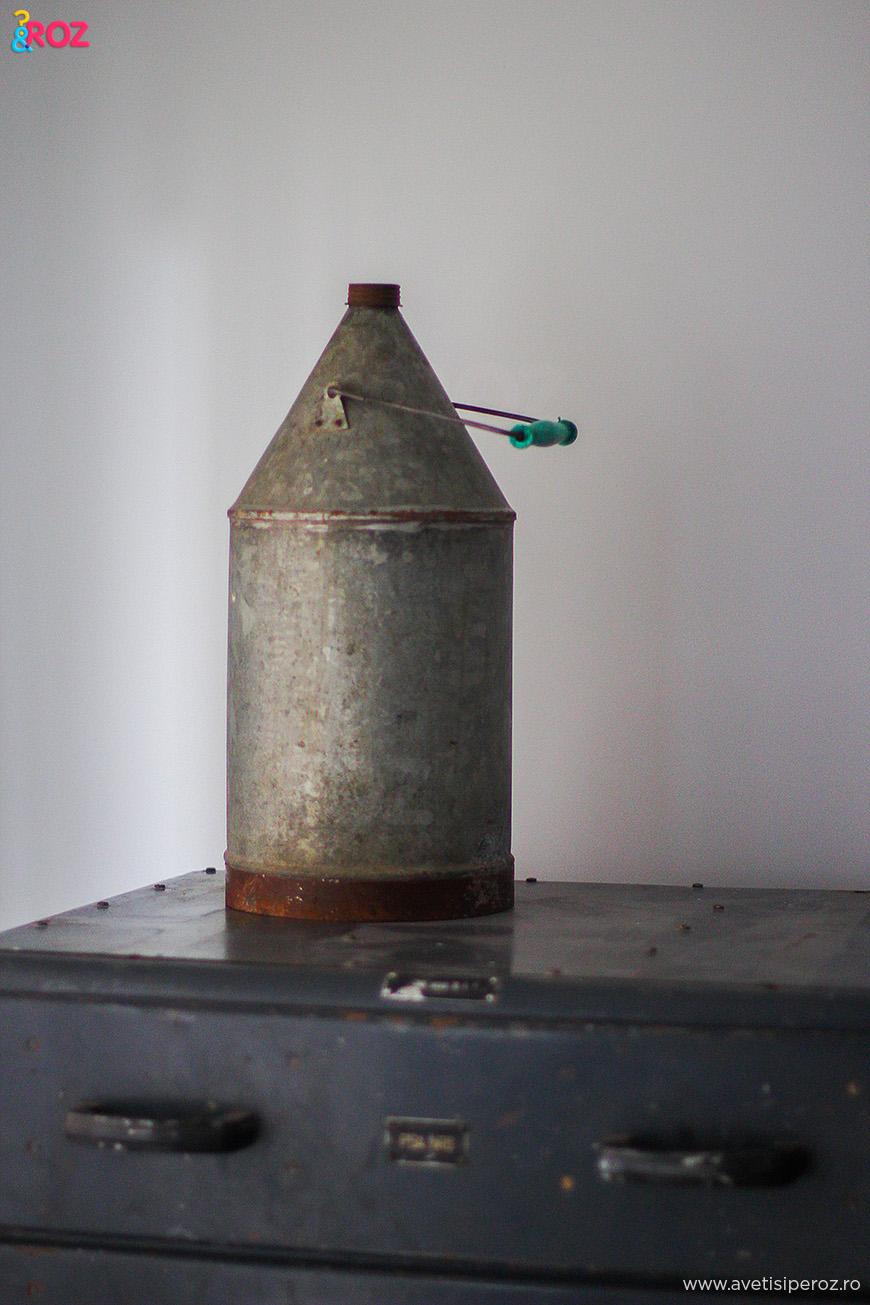 recipient metalic vechi