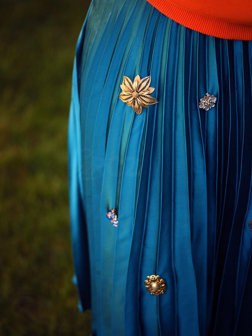 vintage-brooch on skirt