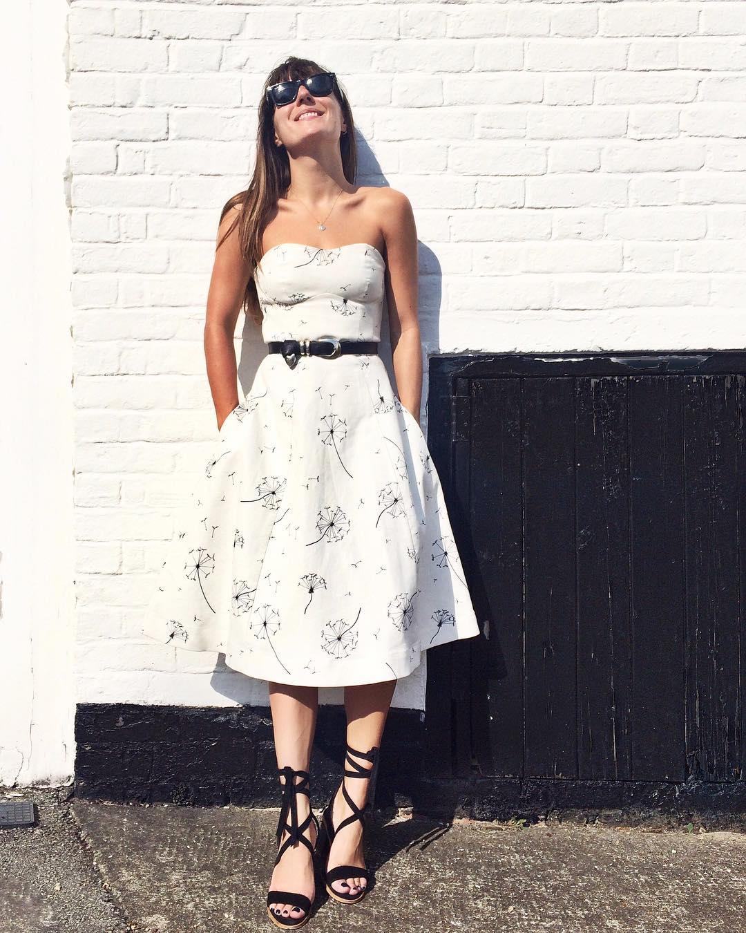 bloggeri de moda poarta alb